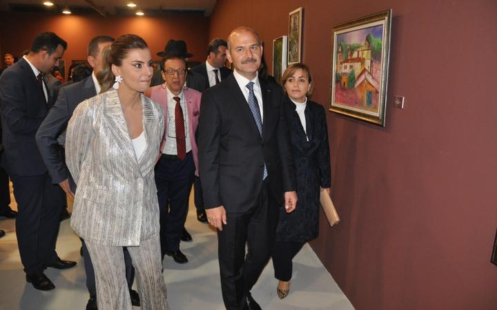 Gazeteci Hande Fırat'ın resim sergisine yoğun ilgi