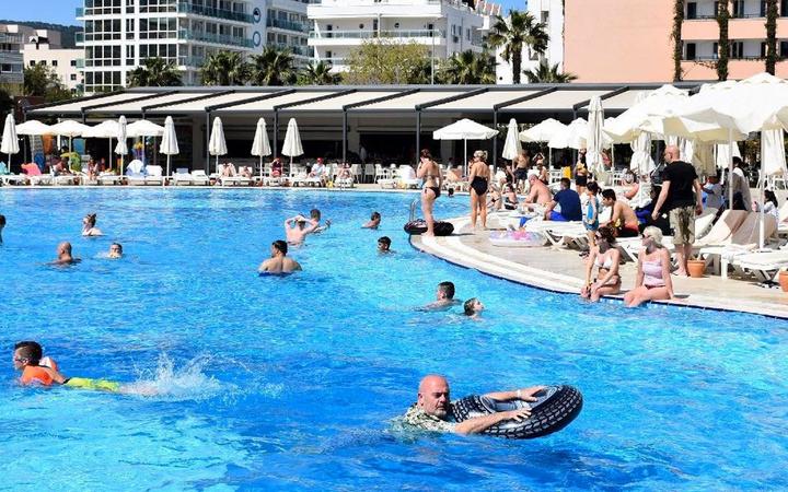 Tatile gidenlere havuz uyarısı! Havuzun dibini görmeniz gerekiyor
