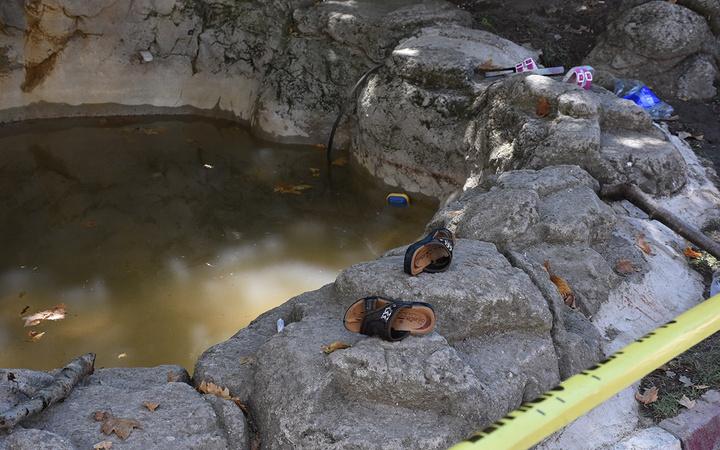 İzmir'de süs havuzuna giren iki çocuk akıma kapılarak ağır yaralandı