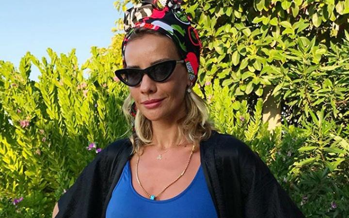 Esra Erol tatilinde mayolu pozuyla binlerce beğeni aldı