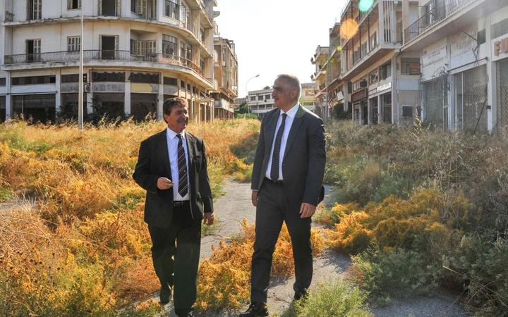 Kültür ve Turizm Bakanı Mehmet Nuri Ersoy KKTC'de kapalı Maraş bölgesini inceledi