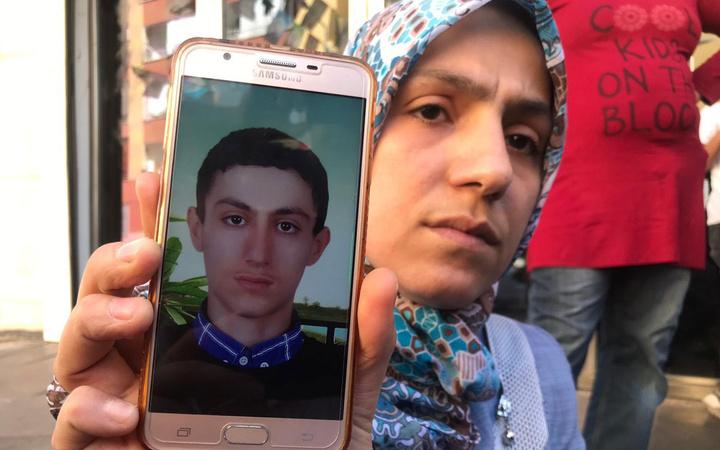 HDP önünde başlatılan eylemler devam ediyor! İşte PKK tarafından kaçırılan o çocuklar