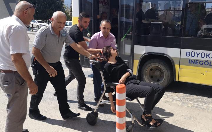 Bursa'da otobüs şoförü fenalaşan genç kızı hastaneye yetiştirdi