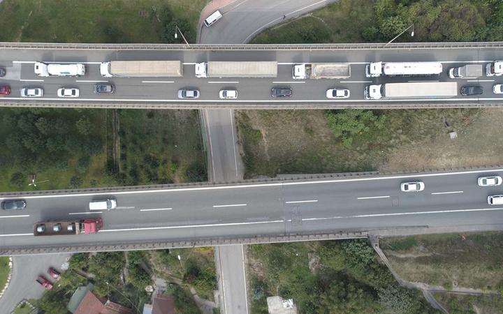 TEM'de korkunç kaza! 4 araç birbirine girdi otoyolda 7 kilometre araç kuyruk oluştu