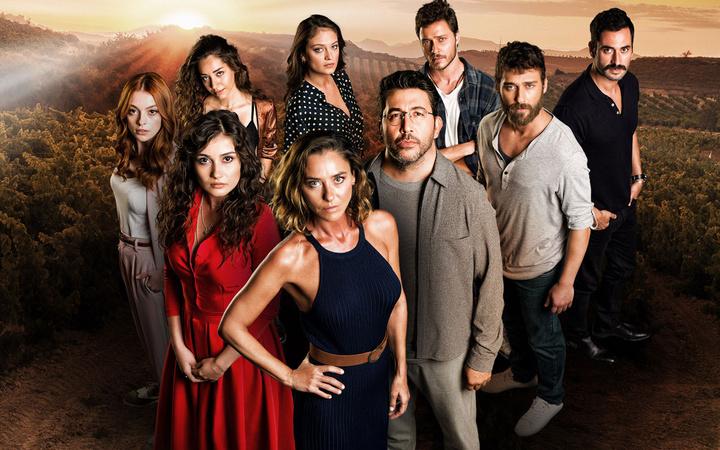 Emre Kınay Ece Uslu başrolünde olduğu Sevgili Geçmiş dizisinde flaş değişiklik!