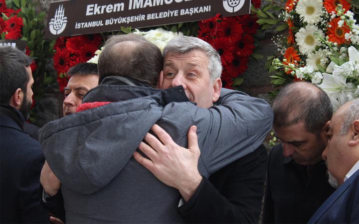 Metin Şentürk kaybettiği babası Şükrü Şentürk'ü bugün son yolculuğuna uğurladı