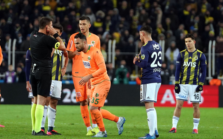 Fenerbahçelileri çıldırtan pozisyona penaltı değil diyen tek isim