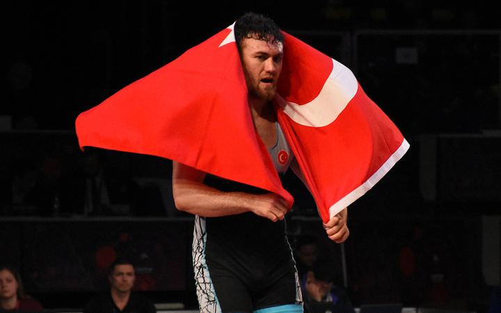 Milli güreşçi Süleyman Karadeniz Avrupa şampiyonu oldu