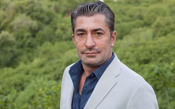 ATV Gel Dese Aşk dizisinin oyuncusu Erkan Petekkaya'dan Nurgül Yeşilçay'a cevap