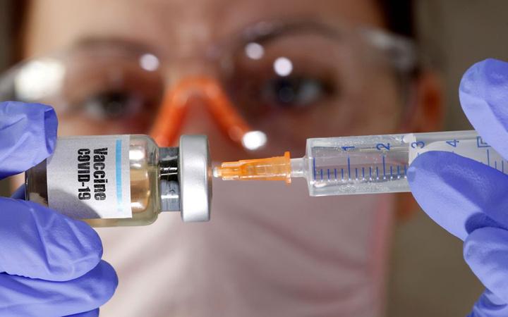 İngiltere'de koronavirüs aşısı için insan deneylerine başlanacak
