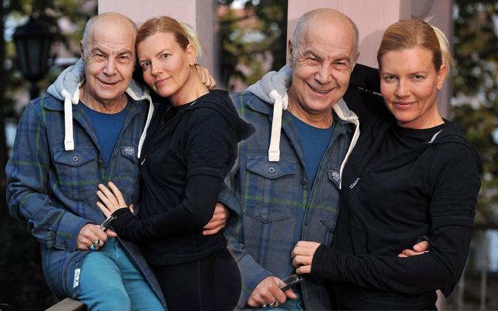 Mazhar Alanson eşi Biricik Suden koronavirüs testi yaptırdı görevliler eve geldi