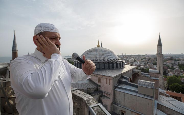 Ayasofya İmam Hatibi Önder Soy anlattı: 4 yılda 7 kişi ezandan etkilenerek Müslüman oldu