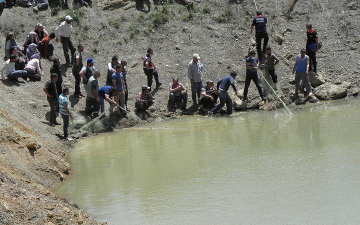 Adana'da kaybolan oğlunun gölete düştüğünü sanıp suya giren baba boğuldu