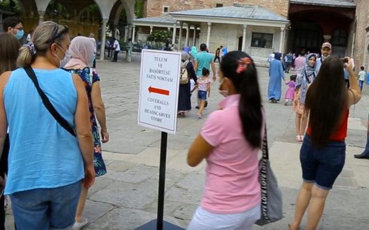 Ayasofya'ya bu kişiler artık giriş yapamayacak! Standlar kuruldu