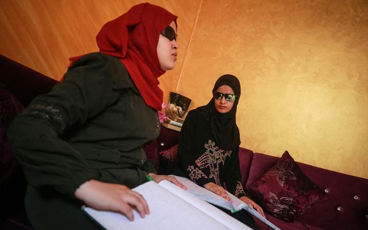 Filistinli görme engelli kardeşler hafız oldu! Biri üniversite bitirdi biri okuyor