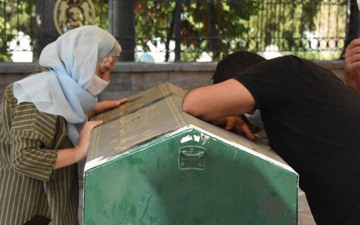 Konya'da öğretmen çiftin canlı ders verdiği sırada 20 aylık bebeği balkondan düştü