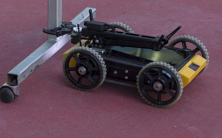Lise öğrencilerinin bomba imha robotu 'Naim' tanıtıldı