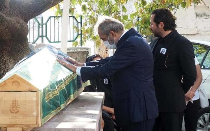 Yavuz Bingöl kardeşini kanserden kaybetti cenazede güçlükle ayakta kaldı