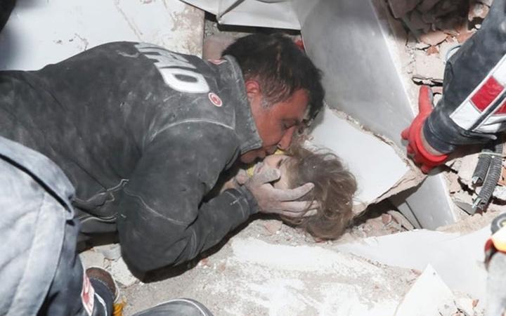 3 yaşındaki Ayda bebeği 91 saat sonra hayata döndüren öpücük! O kahramanlar konuştu