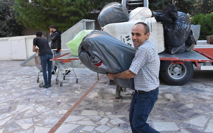 İzmir'de evlerine günler sonra ilk kez girdiler! Taşınmak için yarım saatlik izin verildi