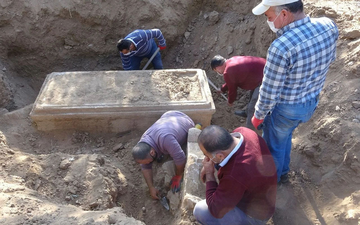 Aydın'da definecilerin kazdığı yerden çıktı! 2 bin 500 yıllık mezar kaçırılmadan ele geçirildi