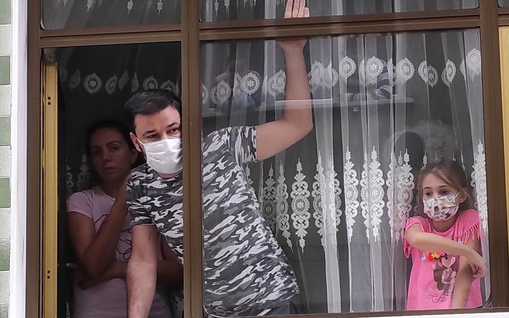 Bursa'da karantinadaki evlere bekçi denetimi! Çat kapı geliyorlar