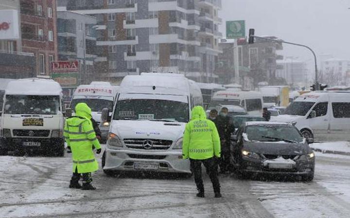 Kar, trafiği felç etti! Denizli-Antalya Karayolu ulaşıma kapandı