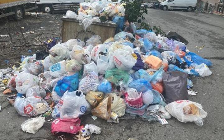Maltepe'de belediye işçileri grevde sokaklar çöp yığını! Koronavirüs uyarısı geldi