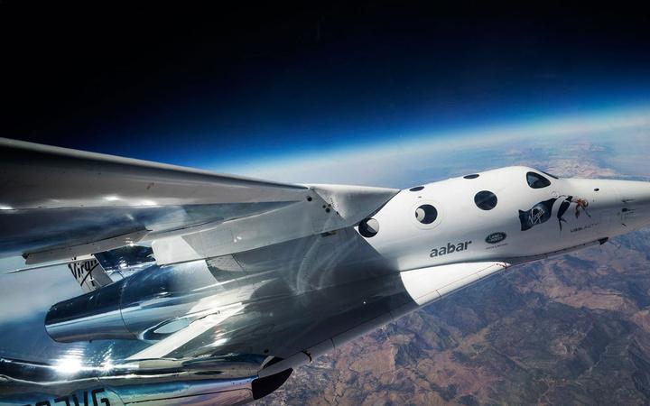 Uzaya ilk turistler 2022'de çıkabilecek yörünge altı mekiğinin testi ertelendi