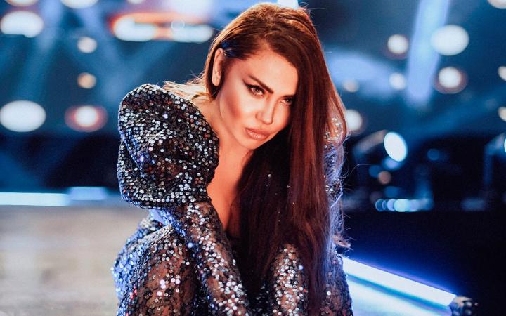 Şarkıcı Lara estetikle herkesin büyültmek istediğini küçülttü son hali bakın nasıl