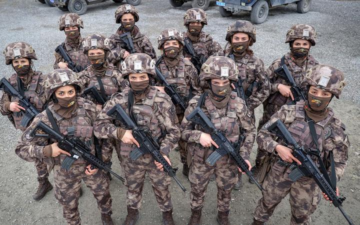 7 gün 24 saat elleri tetikteler! Kadın özel harekatçılar Hakkari'de PKK'nın korkulu rüyası oldu