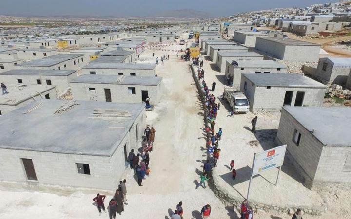 Eski Başbakan Binali Yıldırım'dan Suriyeli mültecilere İdlib'te 50 ev desteği