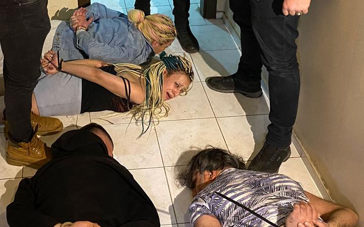 Ankara, Antalya ve Iğdır'da yarasa kızlara baskın! Cinsel ilişkiyle kandırıyorlar