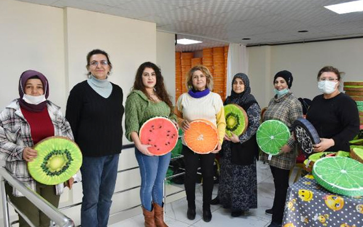 Aksaray'da altınlarını satıp kooperatif kuran kadınlar siparişlere yetişemiyor