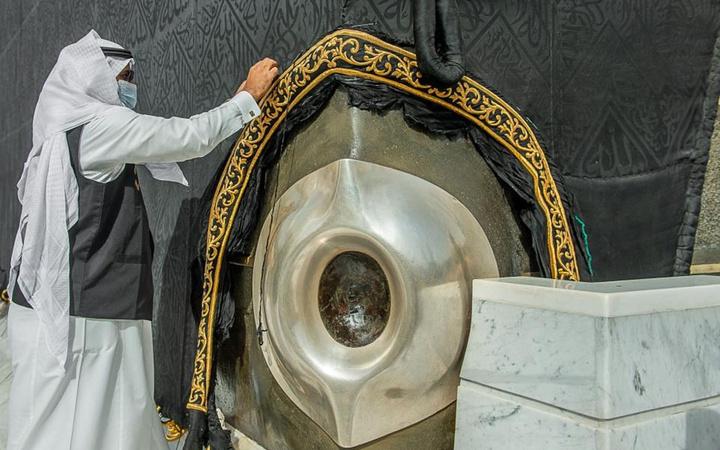 Kabe örtüsünün mevsimlik bakım çalışmaları Ramazan ayı öncesinde başladı
