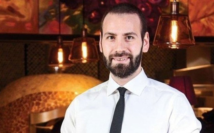 Ünlü işadamı Ahmet Uras'ı otele kapatıp 2 milyon lirasını dolandırdılar! Polise selam ver...