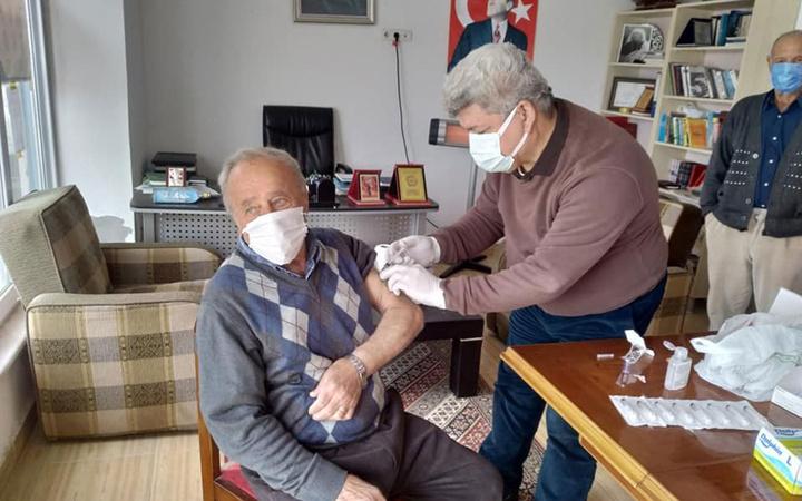 İstanbul'da aşı tedirginliği! 250 bin kişi sırası gelse de aşı olmadı dakikada 15 kişi korona oluyor