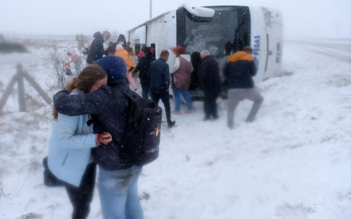 Konya'da 2 tur otobüsü devrildi; 1 Rus turist öldü, 29 kişi yaralı