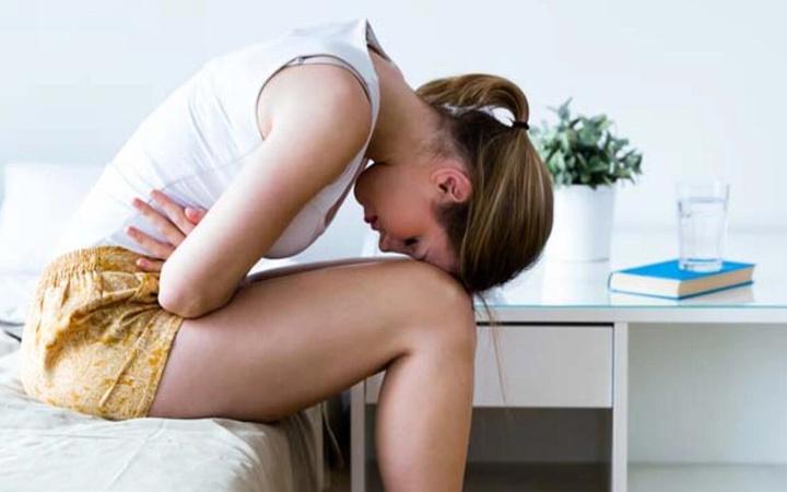 Adet öncesi gerginlik sendromu (Premenstrüel sendrom, PMS) nedir belirtileri nelerdir?