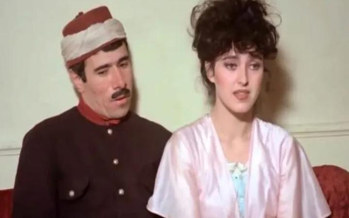Yaprak Özdemiroğlu güzelliğiyle yıllara meydan okuyor son hali mest etti!