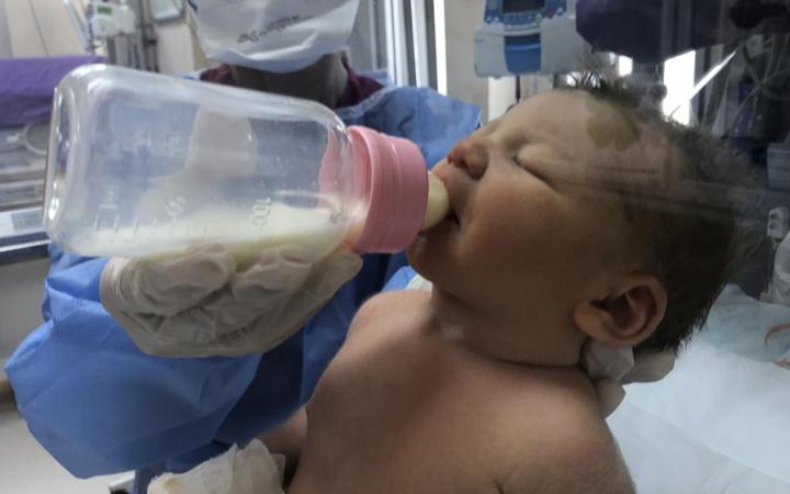 Kocaeli'de doğar doğmaz koronavirüse gözlerini açan bebekler görüntülendi