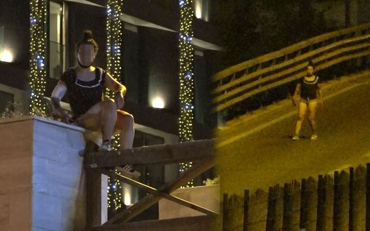 Antalya'da ortalığı birbirine katan kadın gece yarısı bekçileri peşinden koşturdu