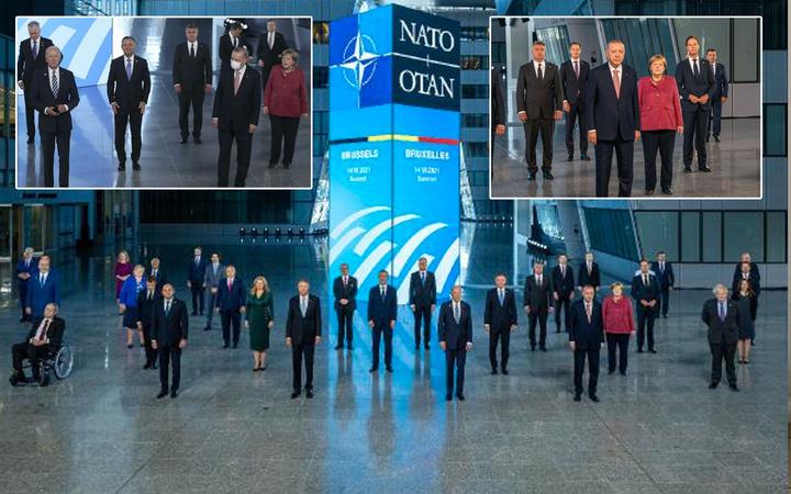 NATO Liderler Zirvesi'nde geleneksel aile fotoğrafı çekildi