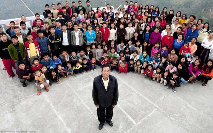 94 çocuk yaptı! Dünyanın en geniş ailesine sahip Ziona Chana hayatını kaybetti