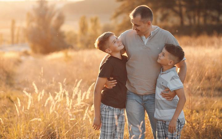 Babalar günü mesajı resimli duygusal kısa babalar günü sözleri-2021