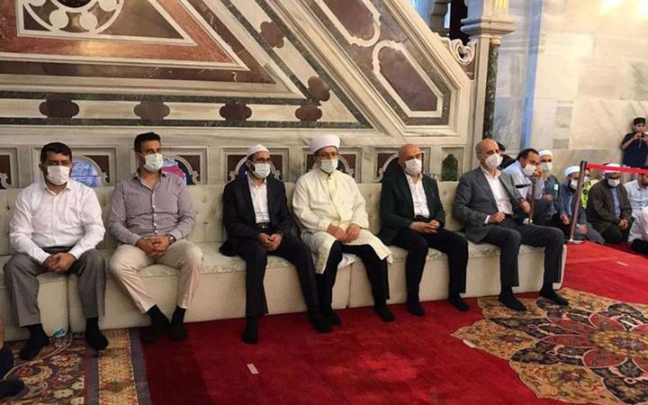 Fatih Camisi'ne 'protokol koltuğu' konuldu! Hafızlık töreninde inanılmaz görüntü