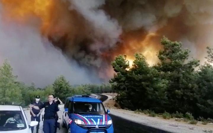 Antalya Manavgat yanıyor! 4 mahalle boşaltıldı onlarca kişi dumandan etkilendi