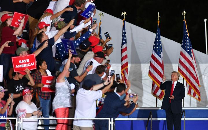 Donald Trump ABD'yi kurtarmak için geri döndü! Georgia'da gövde gösterisi yaptı