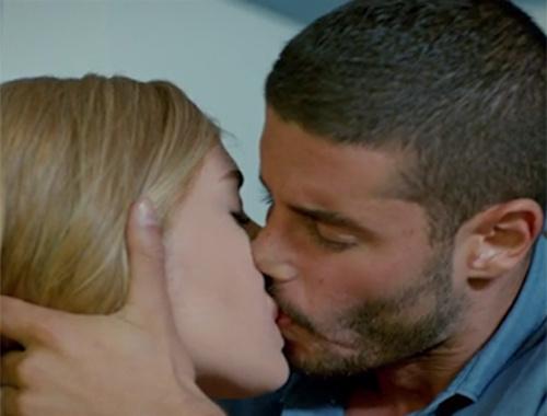 İlişki Durumu Karışık 14. bölüm - Murat'ın Ayşegül'ü öpmesi işleri karıştırdı