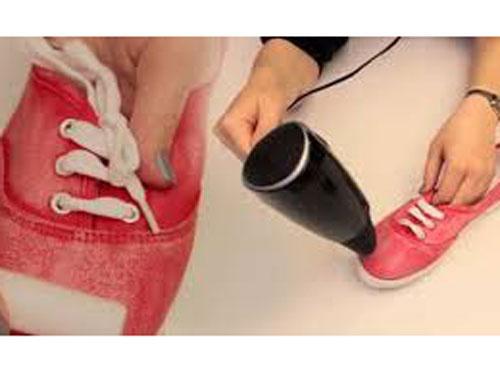Mumu ayakkabınısına sürüp fön ile ısıtınca...
